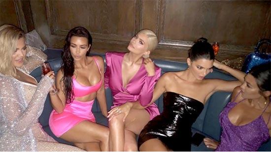 Kanye West rapea sobre darle duro a sus cuñadas! WTF?