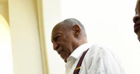 Fotos de Bill Cosby esposado después de la sentencia