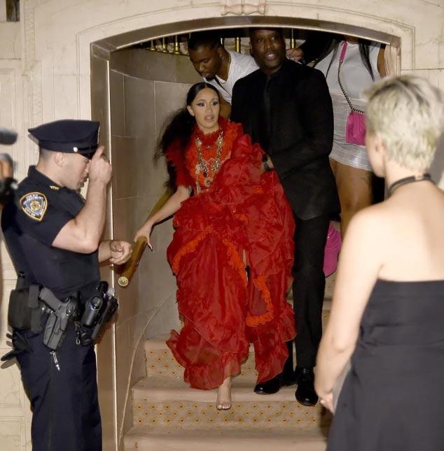 Cardi B ataca a Nicki Minaj en el New York Fashion Week!