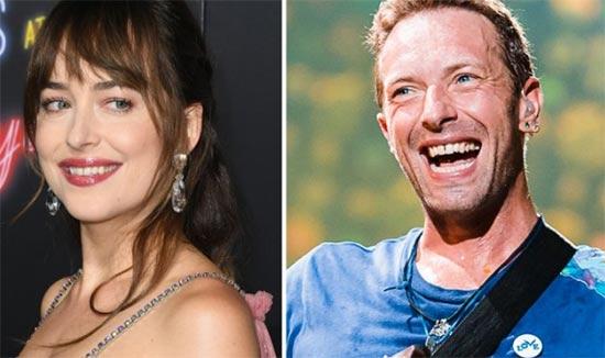 Dakota Johnson muy feliz de salir con Chris Martin