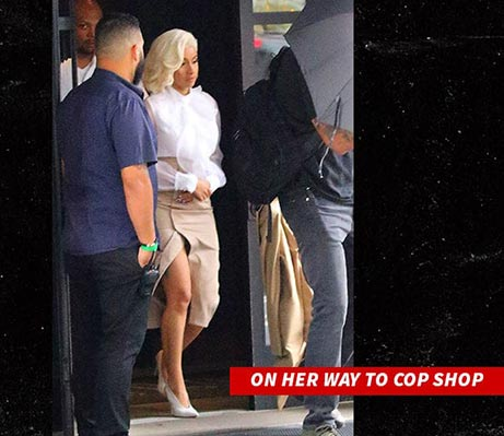 Cardi B arrestada por pelea en strip club!