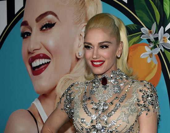 Gwen Stefani y Blake Shelton alquilan vientre para tener un baby