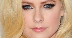 Avril Lavigne habla de la teoría que murió y fue reemplazada
