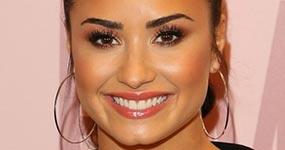 Demi Lovato contesta a fan que acusa a su team de estar podrido