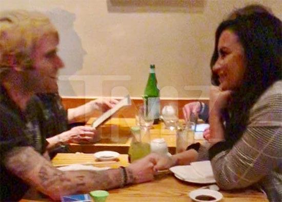 Demi Lovato salió de rehab! Nuevo novio?