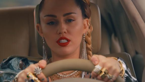 El video de Miley Cyrus, Nothing Breaks Like A Heart