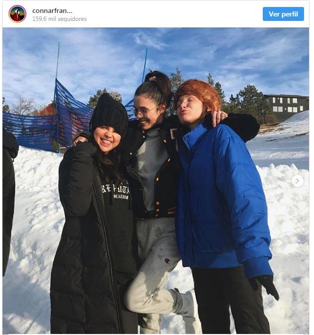 Selena Gomez reaperece con amigos después de rehab