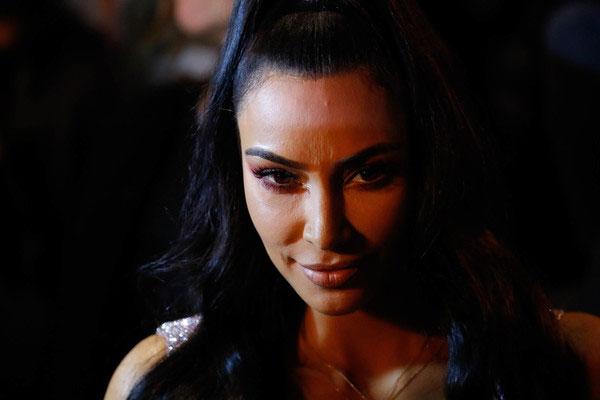 Kim Kardashian gasta fortuna en cirugías x crisis matrimonial?