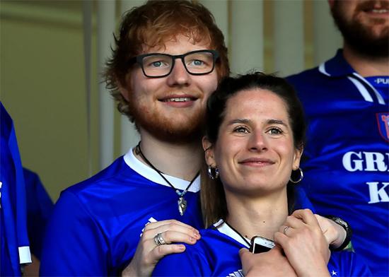 Ed Sheeran se casó con Cherry Seaborn en navidades!