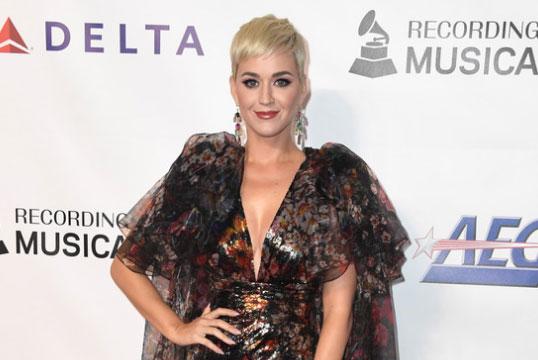 Katy Perry comprometida con Orlando Bloom!!