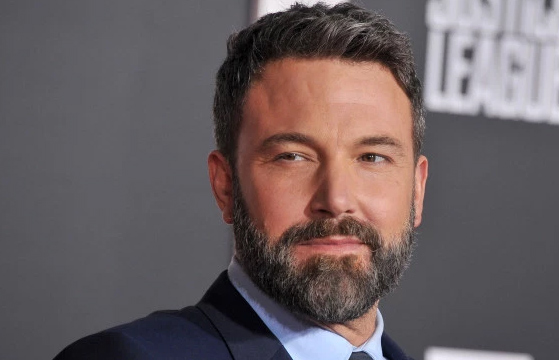 Ben Affleck defiende su horrible tatuaje de ave fénix