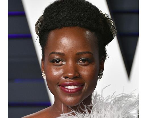 Lupita Nyong'o aterroriza con su mirada. WTF? LOL!