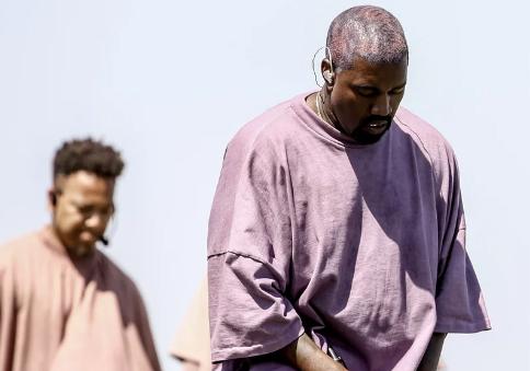 Of course! Kanye West considera abrir su propia iglesia!