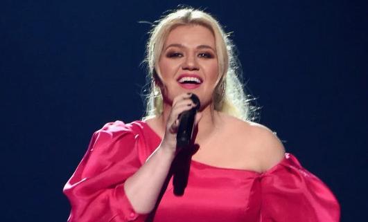 Kelly Clarkson operada de apendicitis horas después de los Billboards