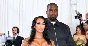 Kim Kardashian goteando en el Met Gala 2019