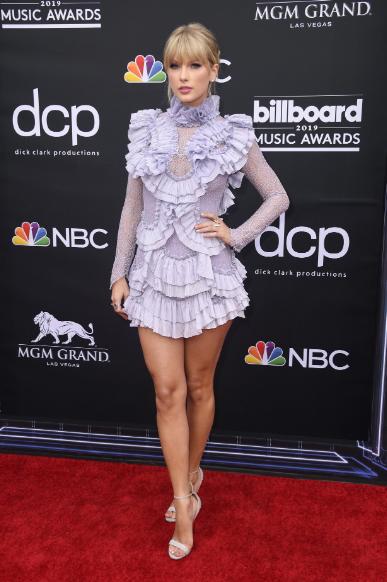 Red Carpet Billboard Music Awards 2019 – Fashion Police!