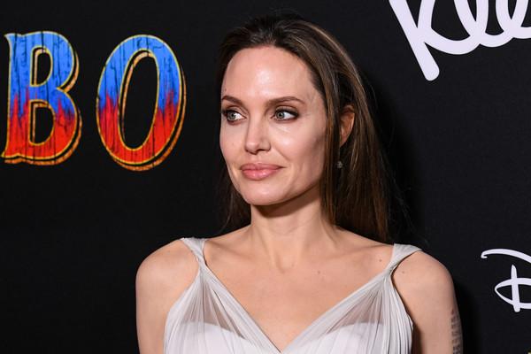 Angelina Jolie colapsa en el set en New Mexico! OMG! Really?