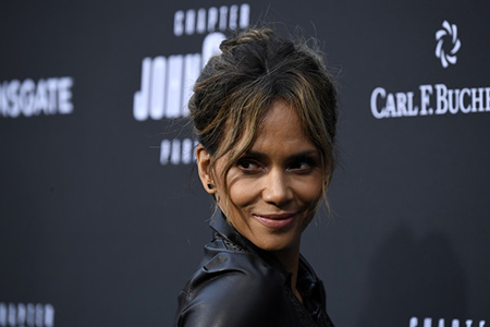 A man tries to steal the house from Halle Berry, literally!