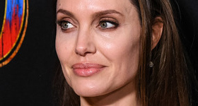 Angelina Jolie colapsa en el set en New Mexico! OMG! Really?