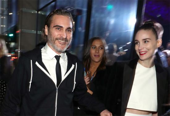 Joaquin Phoenix y Rooney Mara comprometidos!