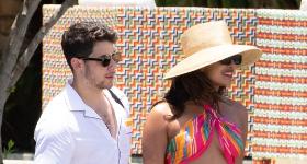 Nick Jonas y Priyanka Chopra en bikini en la playa