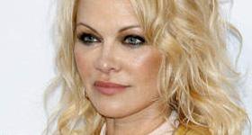 Pamela Anderson acusa a su ex Adil Rami de infiel y violento, él lo niega