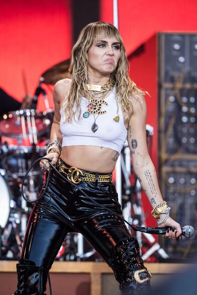 Miley Cyrus desatada con Kaitlynn Carter