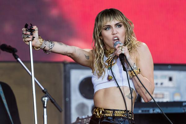 Miley Cyrus NIEGA haber sido infiel a Liam! LOL!