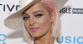 Bebe Rexha muy vieja para ser sexy?