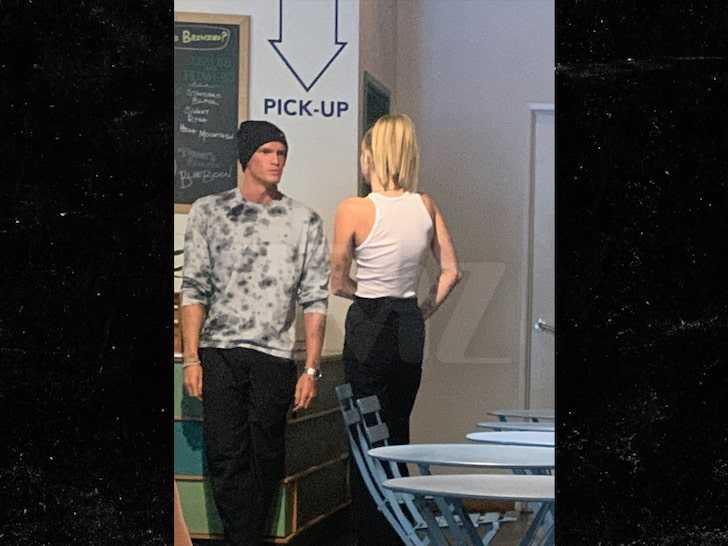 Miley Cyrus besándose con Cody Simpson? Really?