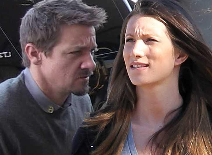 Jeremy Renner se defiende de su ex Sonni Pacheco