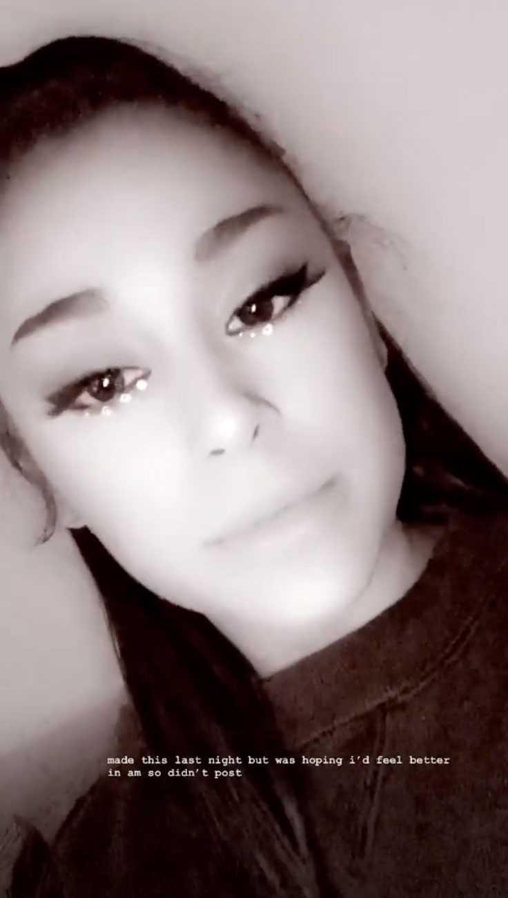 Ariana Grande muy enferma y adolorida