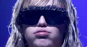Miley Cyrus estrena nuevo corte punk!