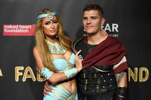 Paris Hilton no deja que su ex Chris Zylka entre a los clubes donde ella es DJ