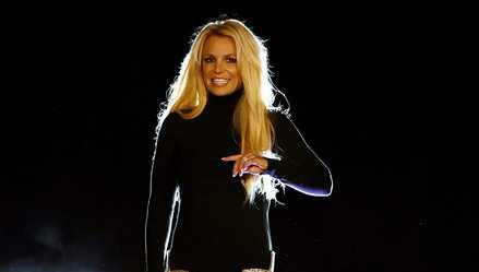 Britney Spears publicó video partiéndose el pie
