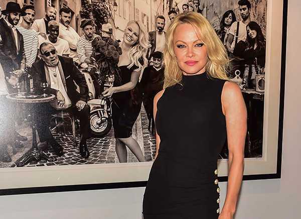 Pamela Anderson niega que usó a Jon Peters para pagar sus deudas