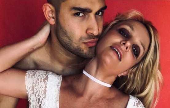 Britney Spears ama mucho a su novio Sam
