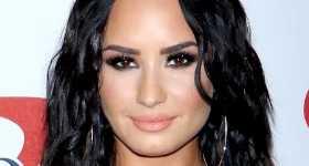 Demi Lovato saliendo con Max Ehrich