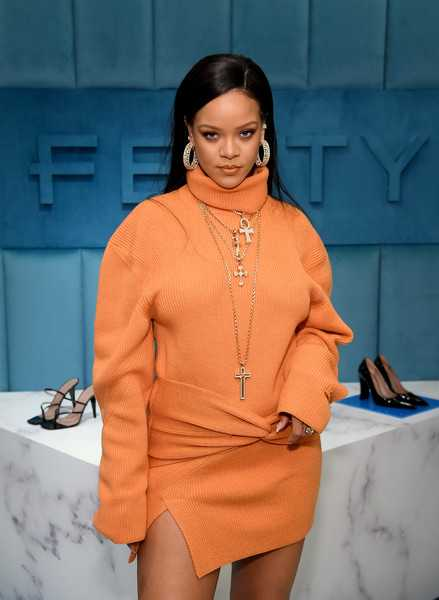 Papá de Rihanna tiene coronavirus, ella le envió un respirador