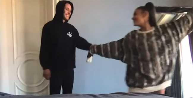 Ariana Grande confirma relación con Dalton Gomez – video Stuck with U