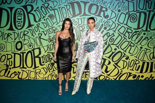 Kim Kardashian pelirroja y Kourtney sin cejas