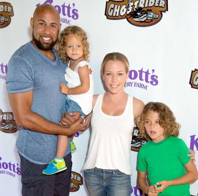 Kendra Wilkinson orgullosa de sus dos hijos, Hank y Alijah