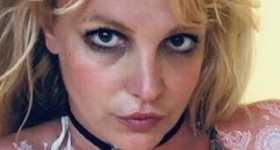 Britney Spears en bikini con tatuajes de henna