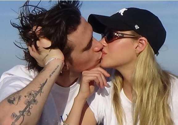 Brooklyn Beckham comprometido con Nicola Peltz!