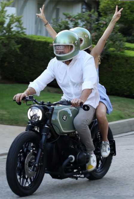 Ana De Armas le regaló una moto a Ben Affleck
