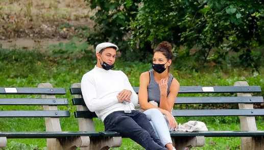 Katie Holmes y Emilio Vitolo felices paseando