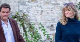 Dominic West con su esposa tras ser pillado con Lily James