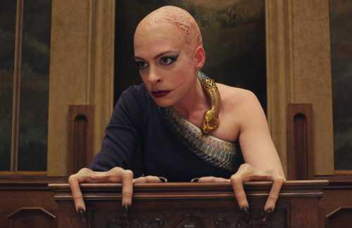 Gente ofendida por las manos de Anne Hathaway en las Brujas