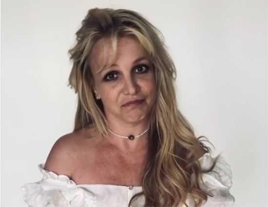Britney Spears más feliz que nunca y los fans no le creen