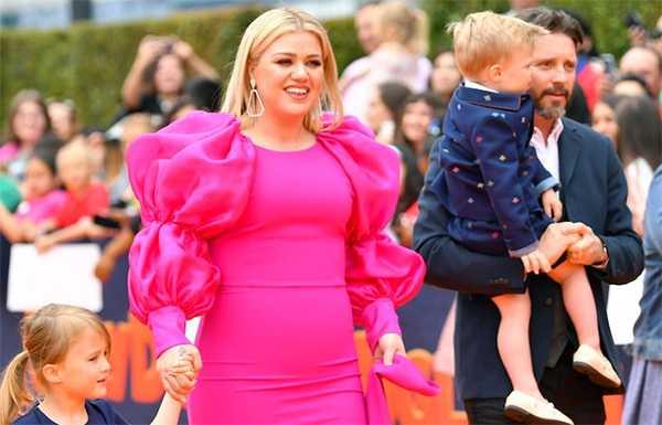 Kelly Clarkson ganó custodia primaria de sus hijos